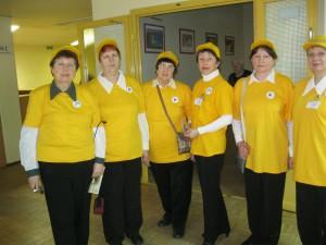 Волонтеры.принимавшие участие во время спектакля для пожилых людей.