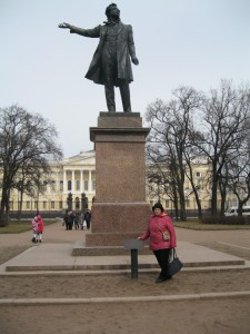 Памятник Пушкину на пл. Искусств.